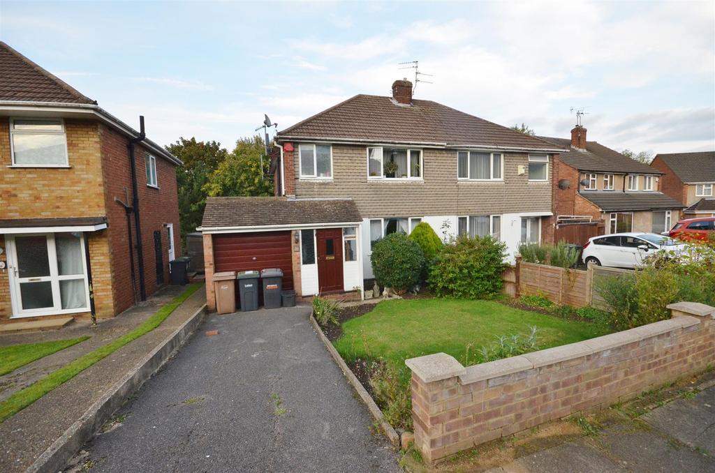 3 Bedrooms Semi Detached House for sale in Deep Denes, Luton