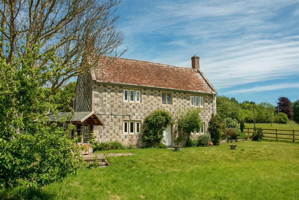 3 Bedrooms Farm House Character Property for sale in Steeple Langford, Wiltshire