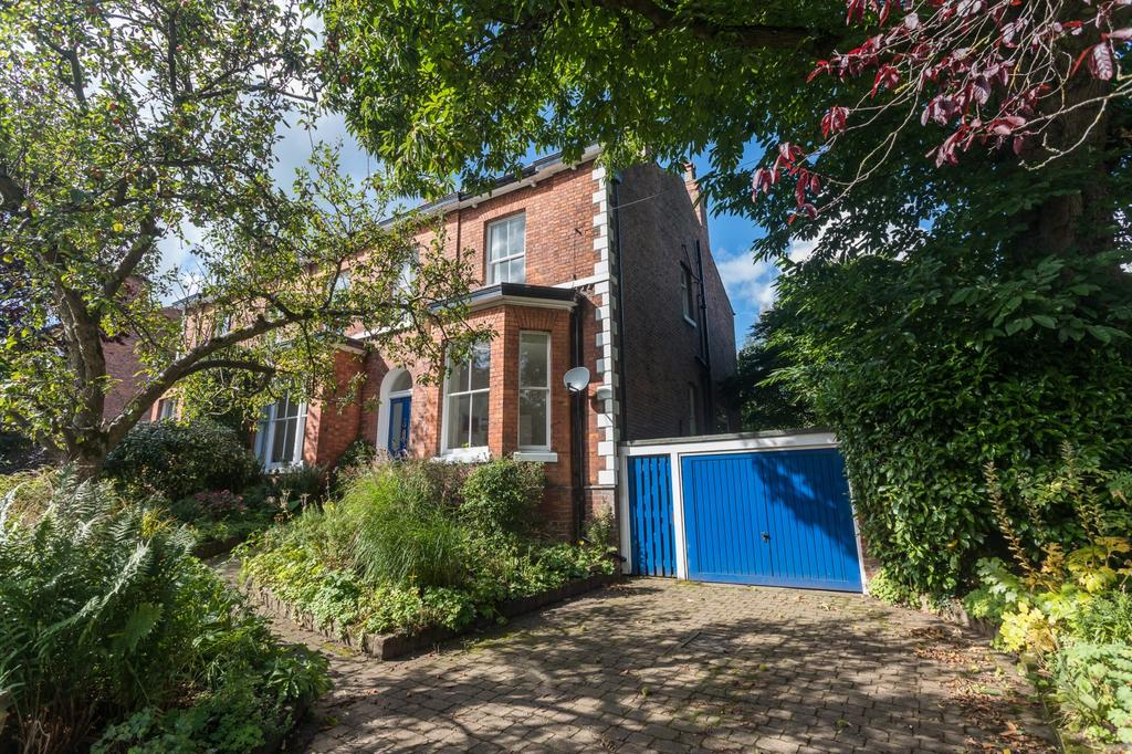4 Bedrooms Semi Detached House for sale in Lyme Grove, Altrincham