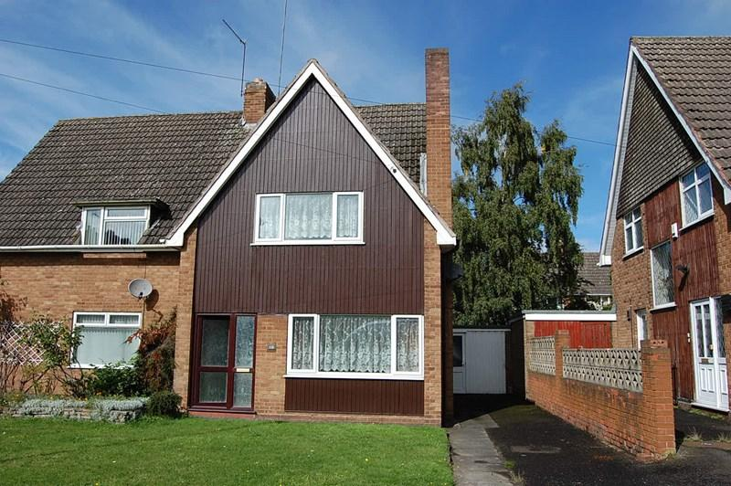 2 Bedrooms Semi Detached House for sale in Langstone Road, Dudley