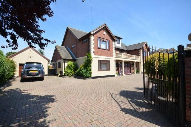 8 Bedrooms Detached House for sale in Scratton Road, Stanford-le-Hope