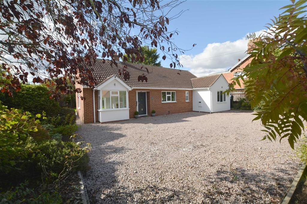 3 Bedrooms Bungalow for sale in Main Street, North Muskham, Nottinghamshire, NG23