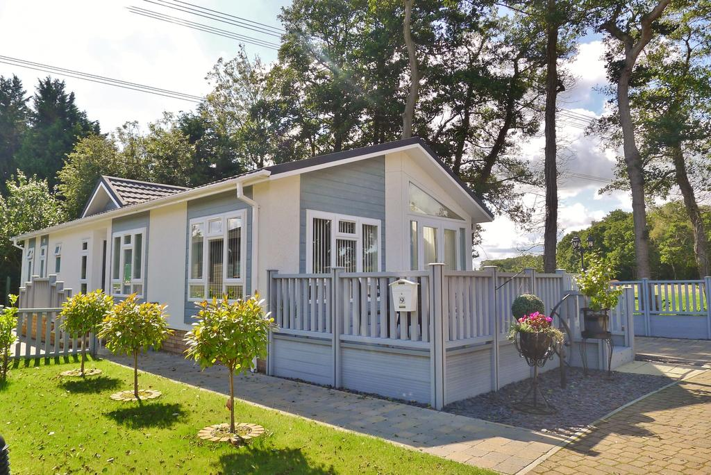 3 Bedrooms Park Home Mobile Home for sale in WICKHAM COURT, NORTH BOARHUNT
