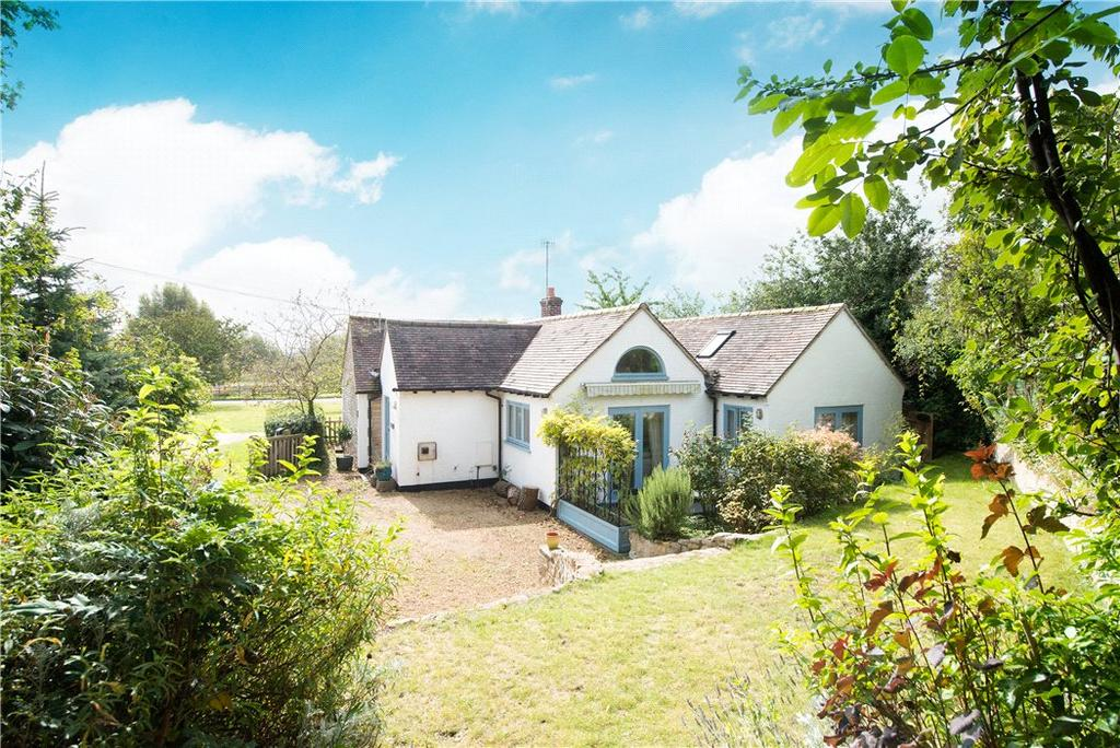 3 Bedrooms Bungalow for sale in The Green, Luddington, Stratford Upon Avon, Warwickshire, CV37