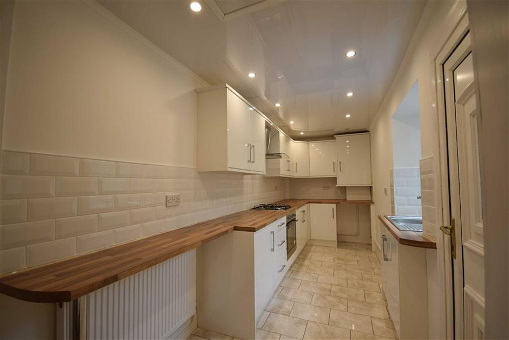 3 Bedrooms Terraced House for sale in Fife Street, Barrowford, Lancashire