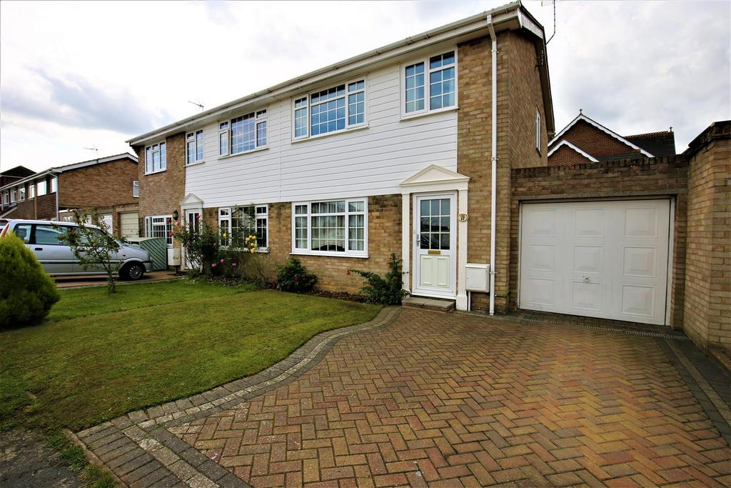 3 Bedrooms Semi Detached House for sale in Whitebeam Drive, Coxheath, Maidstone