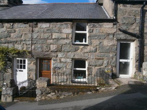 2 Bedrooms Unique Property for sale in Derlwyn, Moreia Terrace, Harlech