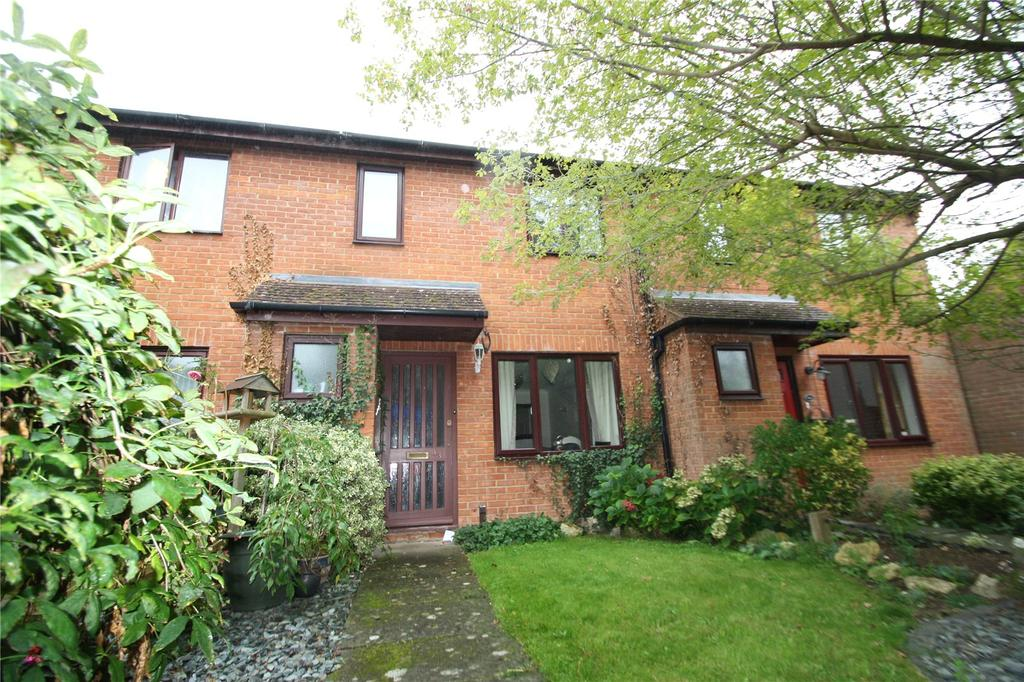2 Bedrooms Terraced House for sale in Brookside Close, Tiddington, Thame, OX9