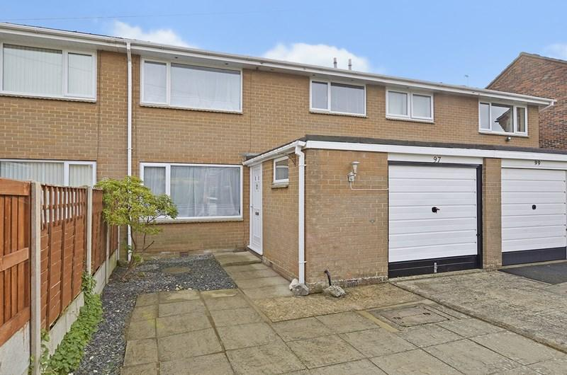 3 Bedrooms Terraced House for sale in Dugdell Close, Ferndown