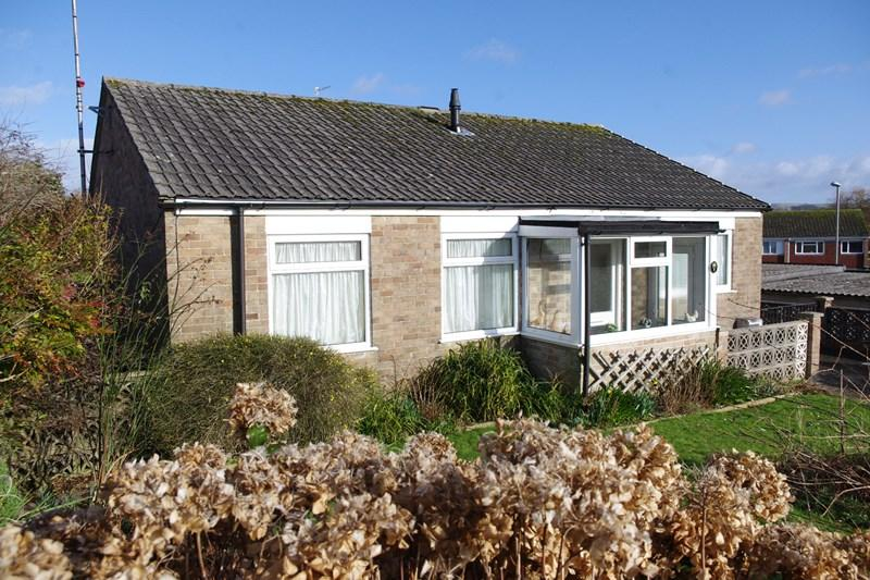 3 Bedrooms Bungalow for sale in Wellfields Drive, Bradpole, Bridport