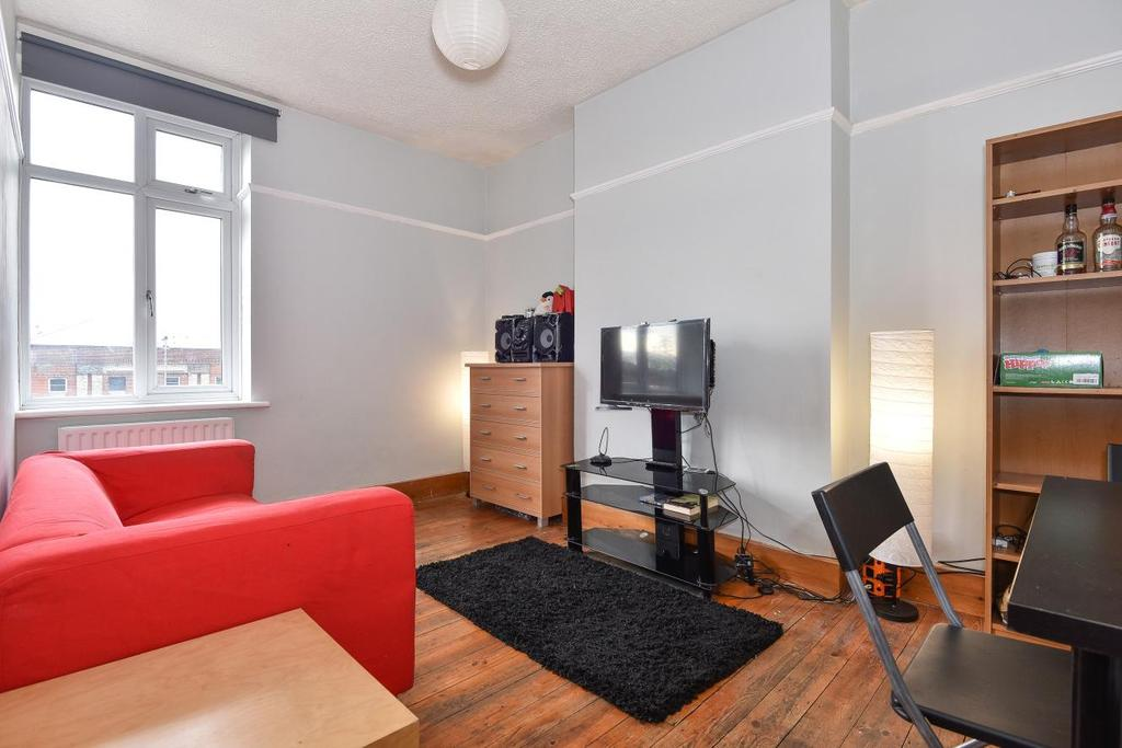 3 Bedrooms Flat for sale in Bromley Road, Catford