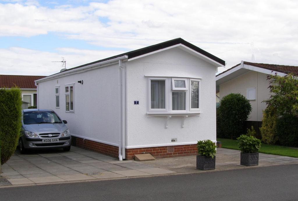 1 Bedroom Bungalow for sale in Villa Park, Cranfield, Bedfordshire