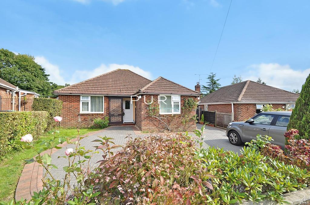 3 Bedrooms Detached Bungalow for sale in Bridge Close, Bursledon, Southampton, Hampshire, SO31 8AN