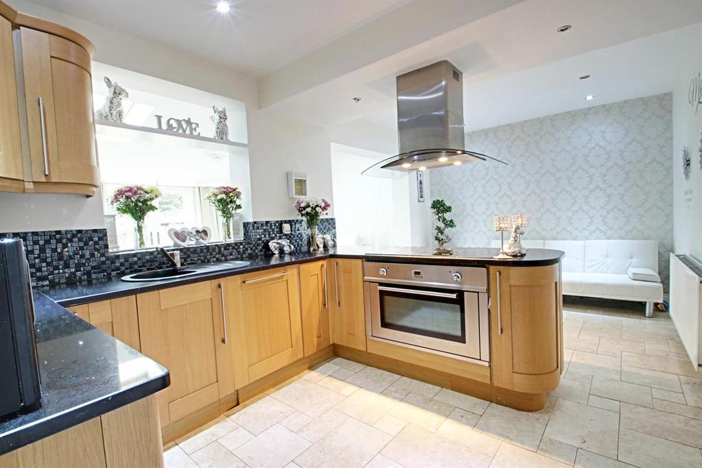 3 Bedrooms Semi Detached House for sale in Rockwood Crescent, Hucknall