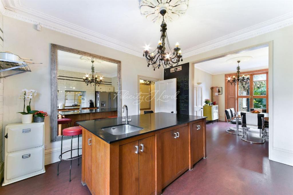 4 Bedrooms Terraced House for sale in Manse Road, N16