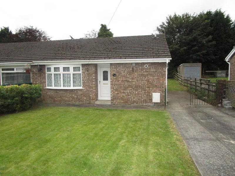 2 Bedrooms Semi Detached Bungalow for sale in Tawe Park, Ystradgynlais, Swansea.