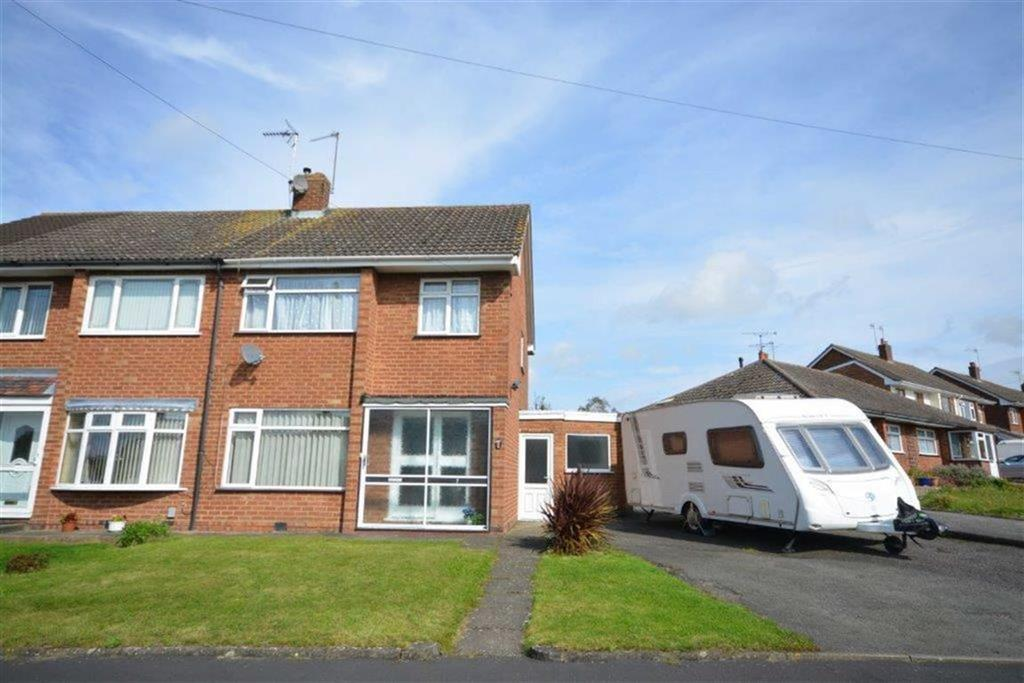 3 Bedrooms Semi Detached House for sale in Leyland Road, Bulkington