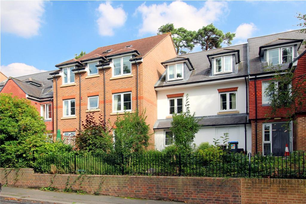 2 Bedrooms Flat for sale in Fairview Court, Fairfield Road, East Grinstead, West Sussex