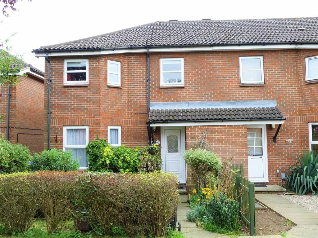 3 Bedrooms Semi Detached House for sale in Woodhall Court, Welwyn Garden City