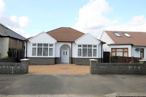 2 bedroom bungalow for sale - Edward Avenue, Morden