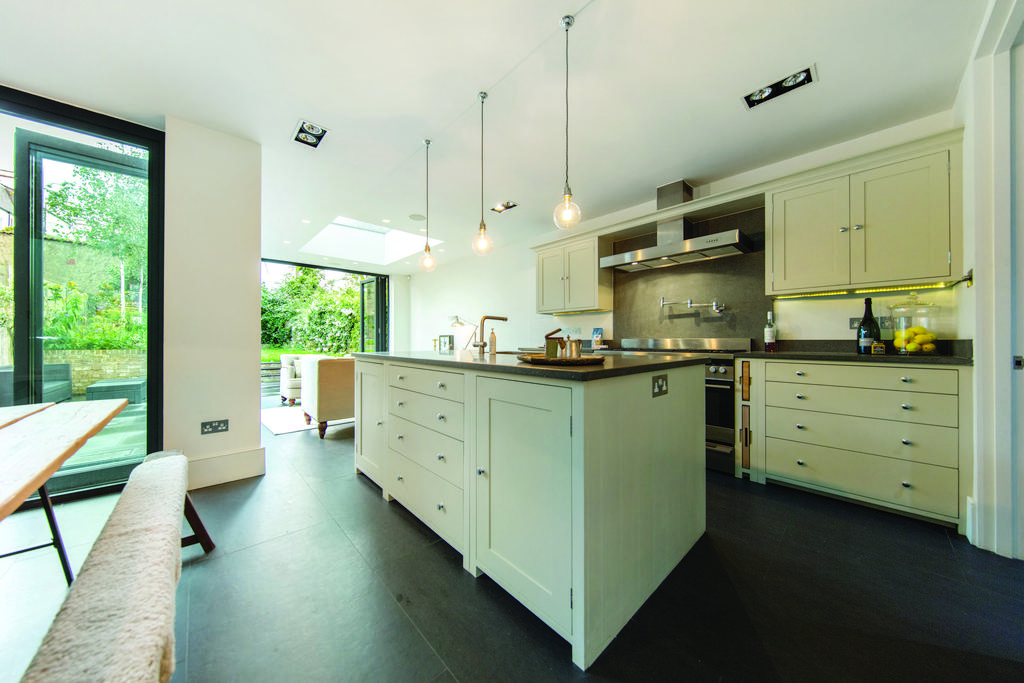5 Bedrooms Terraced House for sale in Lewin Road, SW16