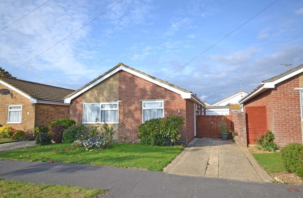 2 Bedrooms Detached Bungalow for sale in Roundstone Way, Selsey, PO20