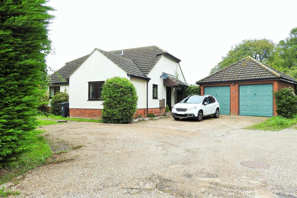 3 Bedrooms Detached Bungalow for sale in Hawthorn Road, Hatfield Peverel, Chelmsford