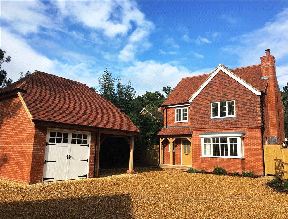 5 Bedrooms Detached House for sale in Baughurst Road, Baughurst, Tadley, Hampshire, RG26