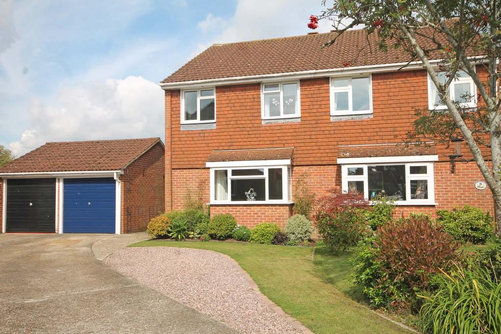3 Bedrooms Semi Detached House for sale in Huntington Close, Titchfield Common PO14