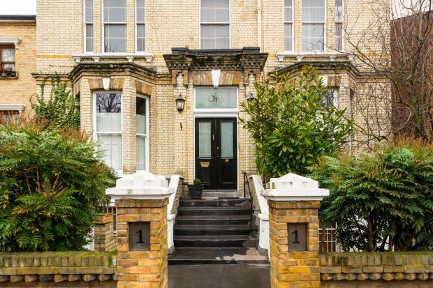 3 Bedrooms Flat for sale in Harley Road, Primrose Hill, NW3