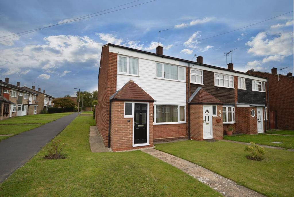 3 Bedrooms End Of Terrace House for sale in Peregrine Walk, Hornchurch, Essex, RM12