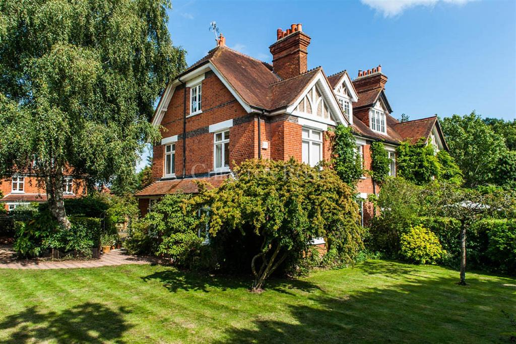 5 Bedrooms Semi Detached House for sale in St Johns Road, Ascot