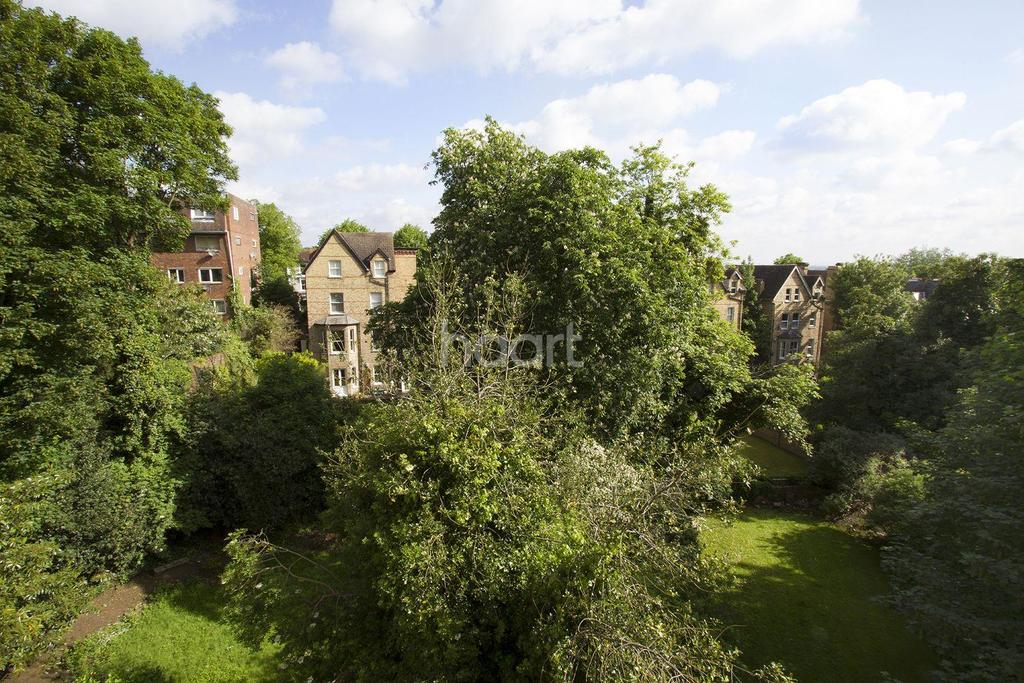 2 Bedrooms Flat for sale in Crystal Palace Park, Sydenham, SE26