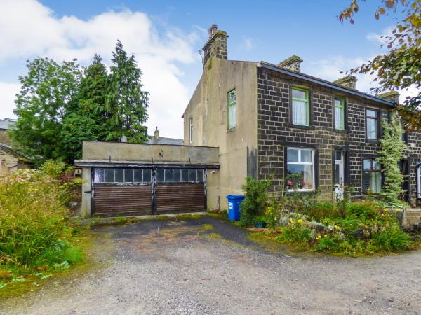 3 Bedrooms End Of Terrace House for sale in 8 Victoria Road, Cowling BD22 0AR