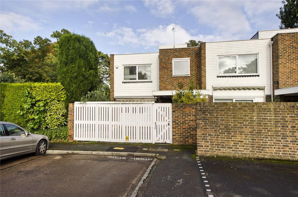 3 Bedrooms Semi Detached House for sale in Broom Park, Teddington, TW11