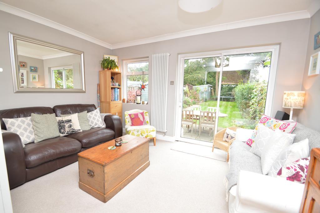 2 Bedrooms Semi Detached House for sale in Burwood Close, HERSHAM VILLAGE KT12