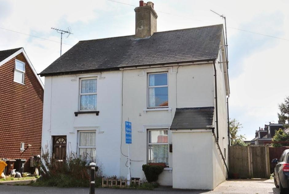 3 Bedrooms Semi Detached House for sale in Hailsham BN27