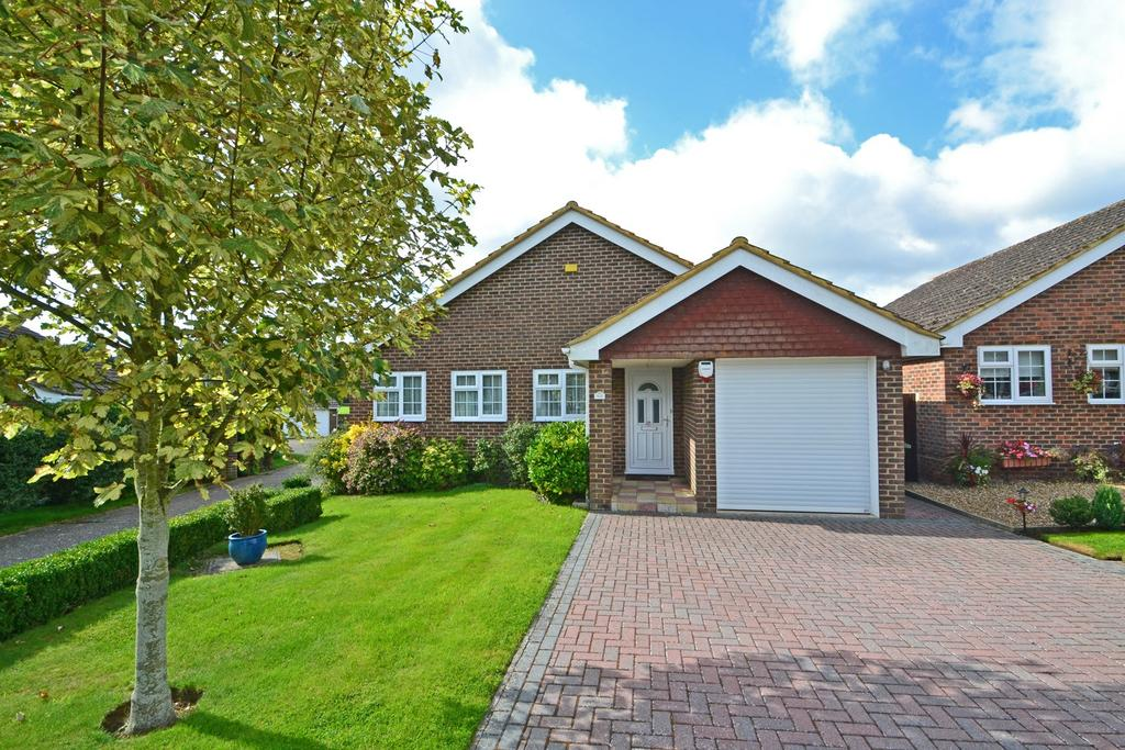 3 Bedrooms Detached Bungalow for sale in Storrington, West Sussex RH20
