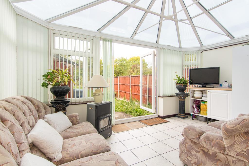 4 Bedrooms House for sale in Halsbury Road East, Northolt