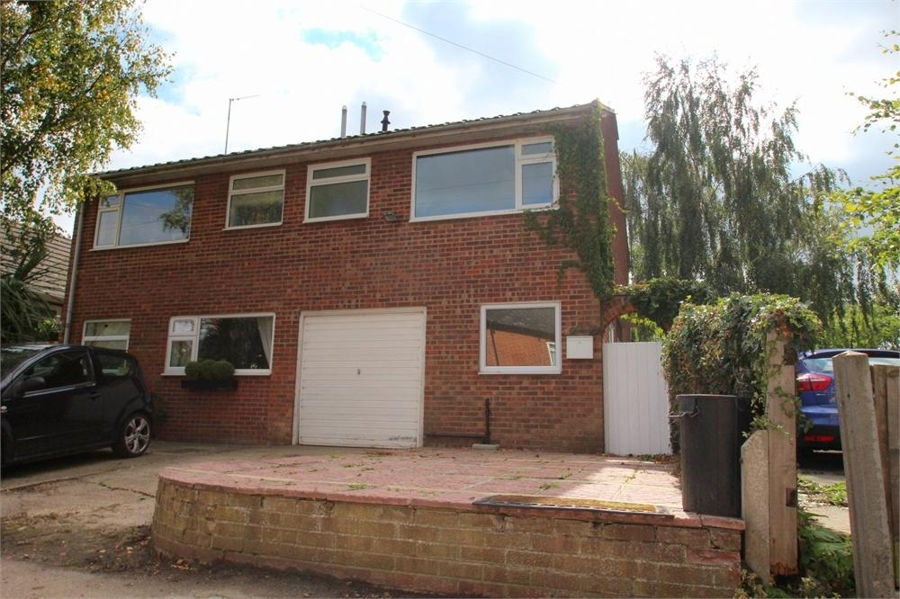 3 Bedrooms Semi Detached House for sale in Barnfield, MANNINGTREE, Essex