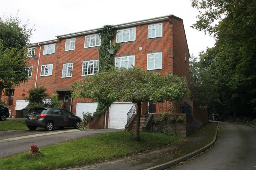 4 Bedrooms End Of Terrace House for sale in Spindlewood Gardens, Croydon, Surrey