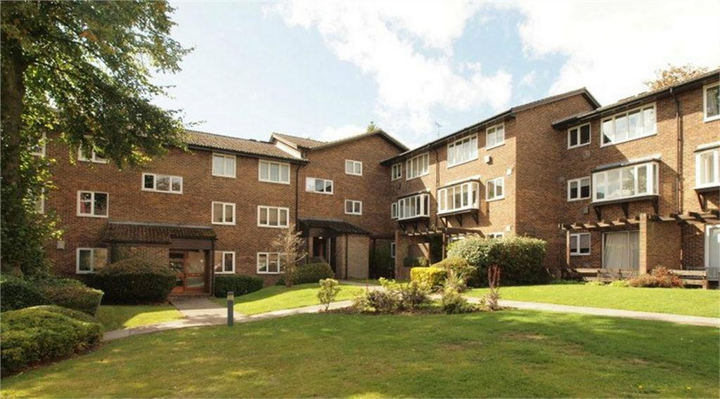 2 Bedrooms Flat for sale in Kingsleigh Walk, Bromley, Kent