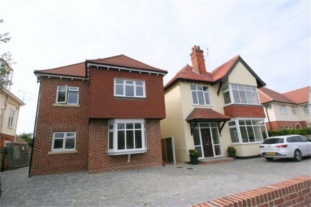 6 Bedrooms Detached House for sale in Connaught Avenue, FRINTON-ON-SEA, Essex