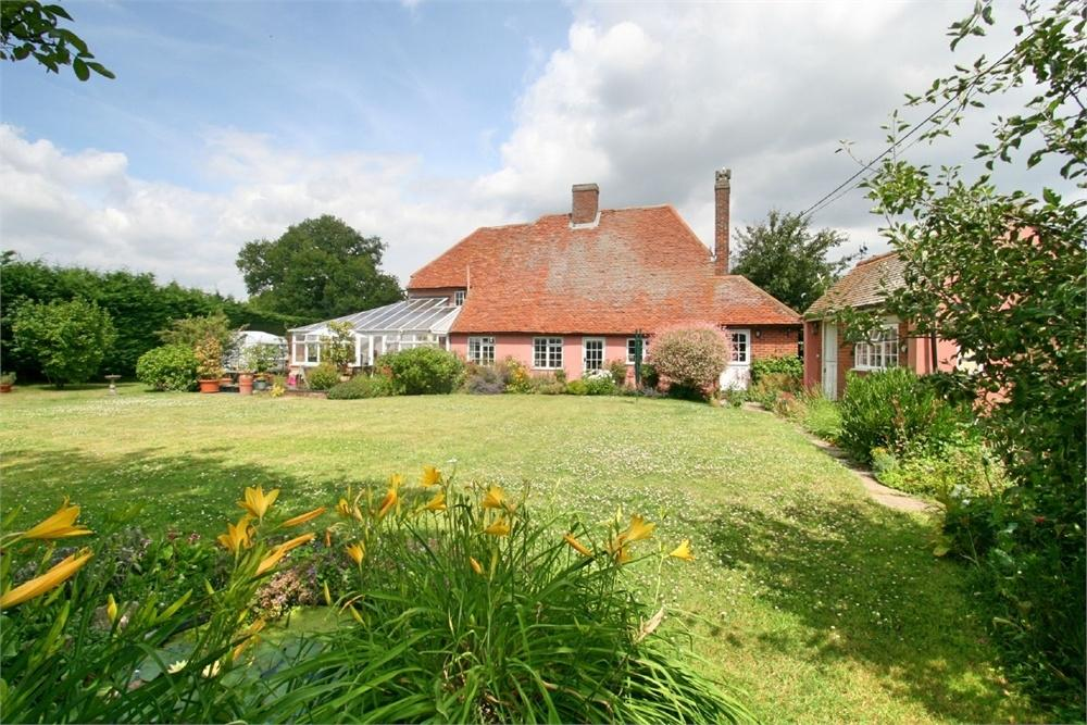 4 Bedrooms Cottage House for sale in Marks Hall Road, Coggeshall, Colchester, Essex