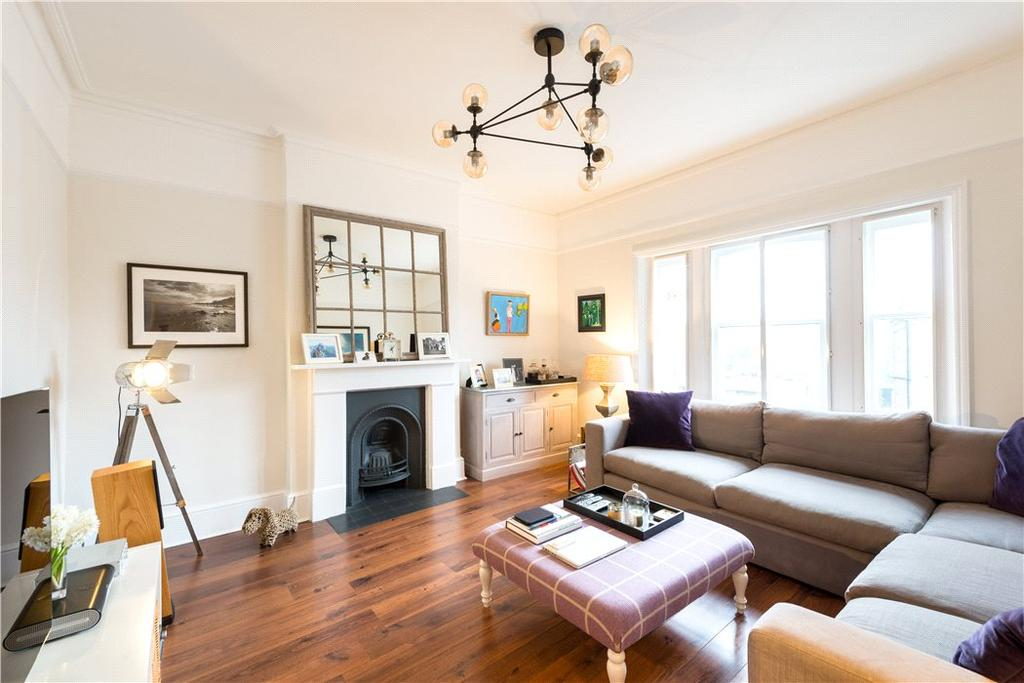 3 Bedrooms Flat for sale in Harley Road, Belsize Park, London, NW3