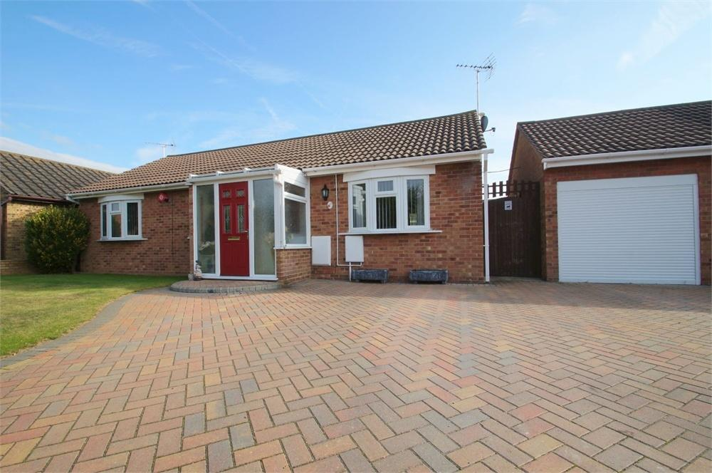 3 Bedrooms Detached Bungalow for sale in Hawkendon Road, CLACTON-ON-SEA, Essex
