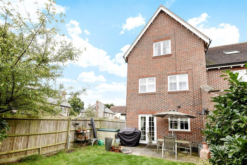 4 Bedrooms End Of Terrace House for sale in Furze Close, Westhampnett