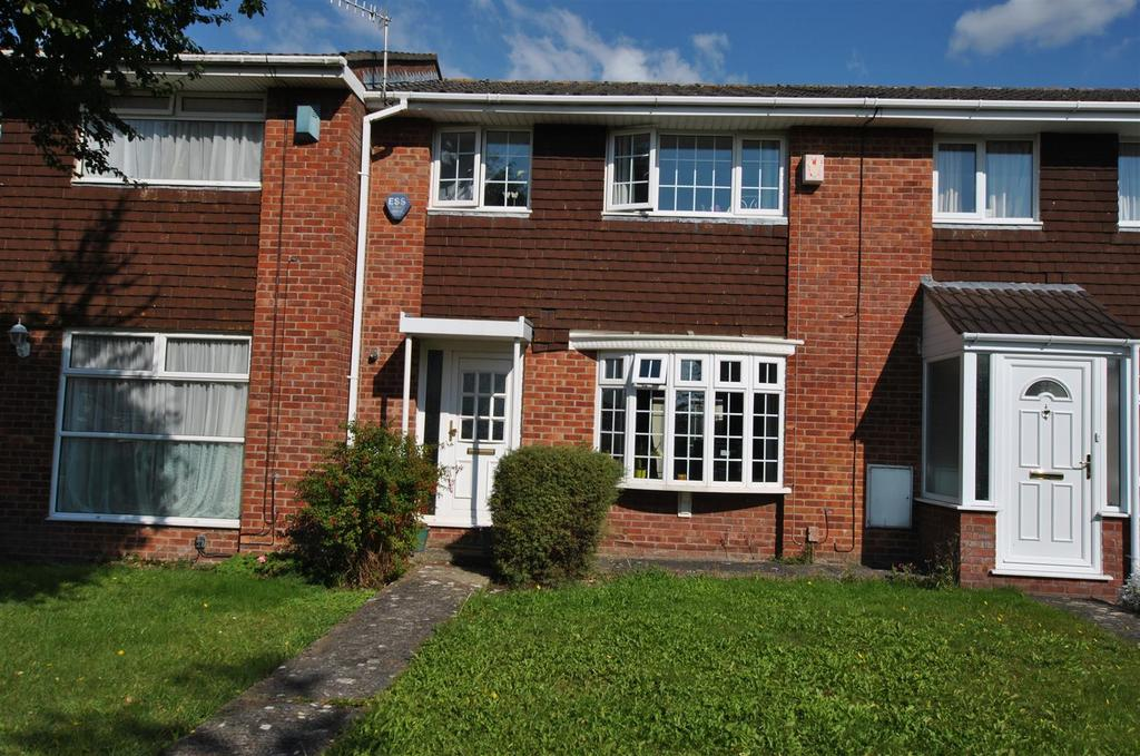 3 Bedrooms Terraced House for sale in King Edward Close, Whitchurch
