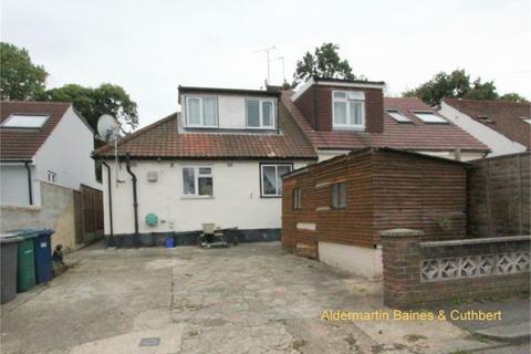 3 bedroom semi-detached bungalow for sale - Robin Lane, LONDON