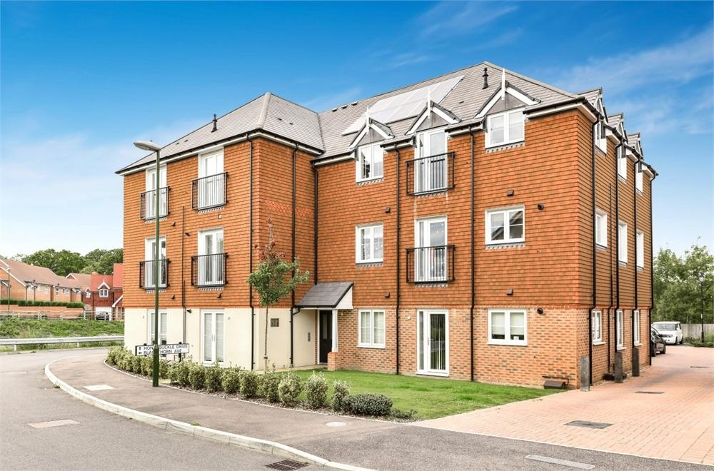 2 Bedrooms Flat for sale in Honeysuckle Drive, Billingshurst, West Sussex
